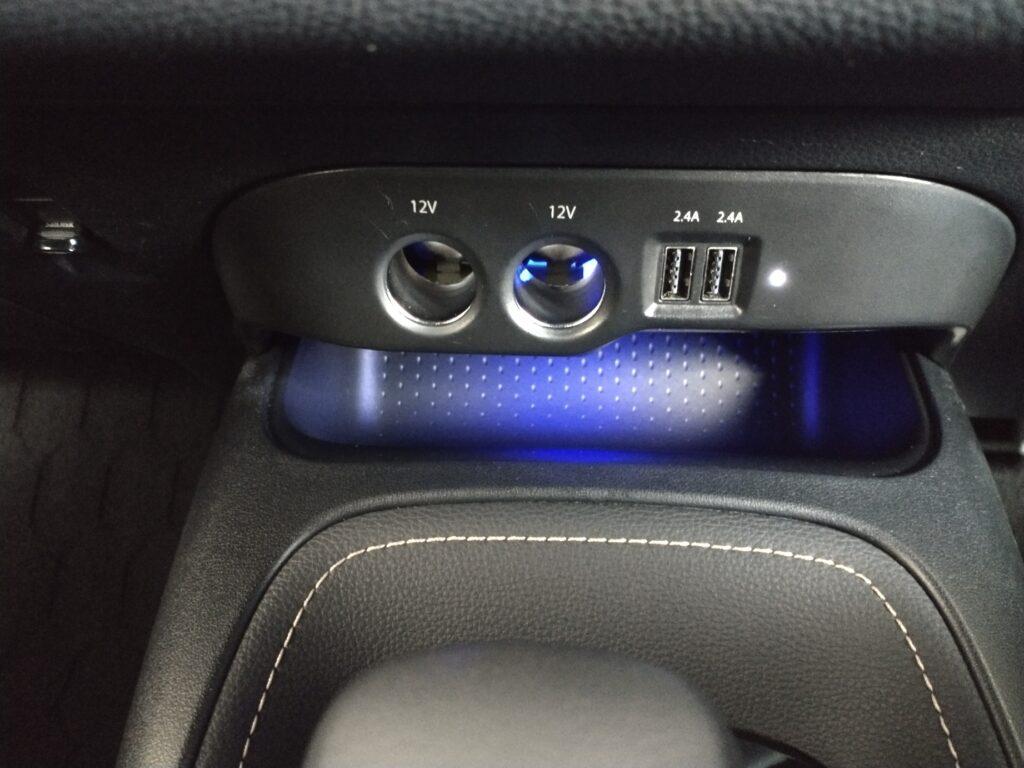 カローラツーリング シガーソケット USB 増設