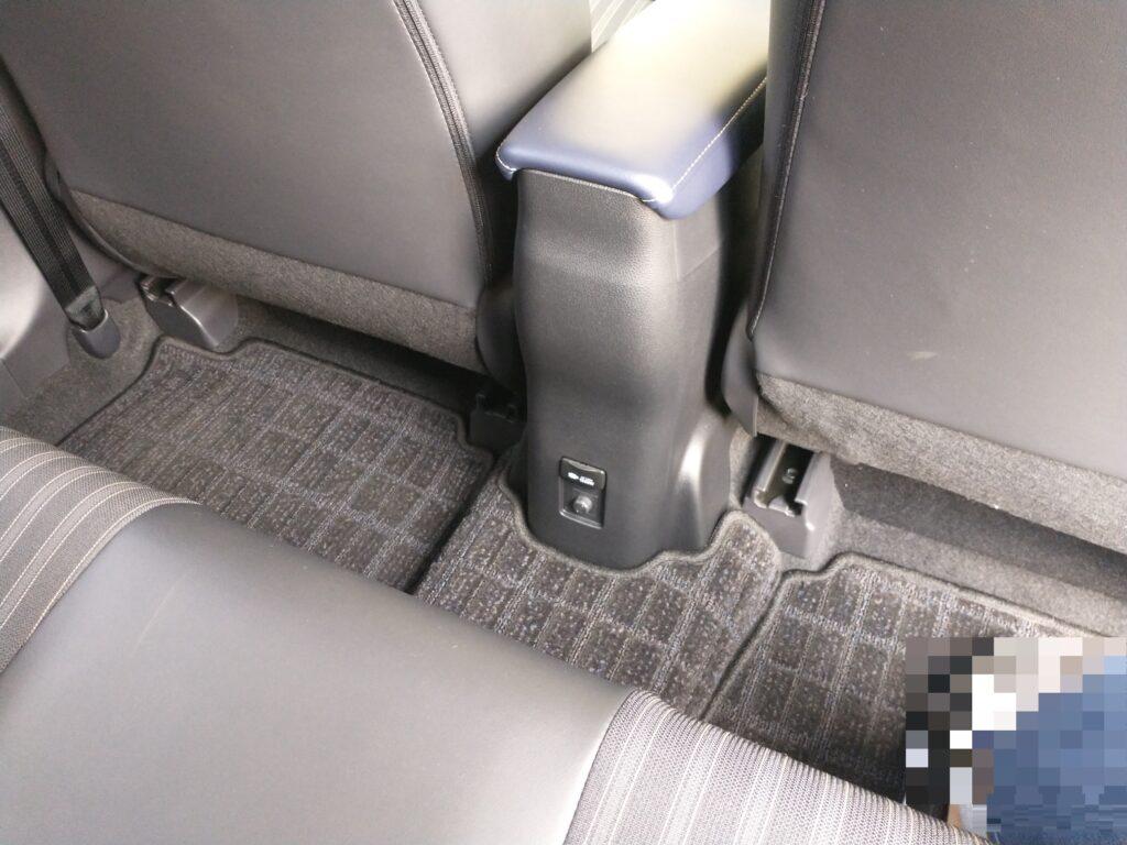 トヨタ アクア 後部座席